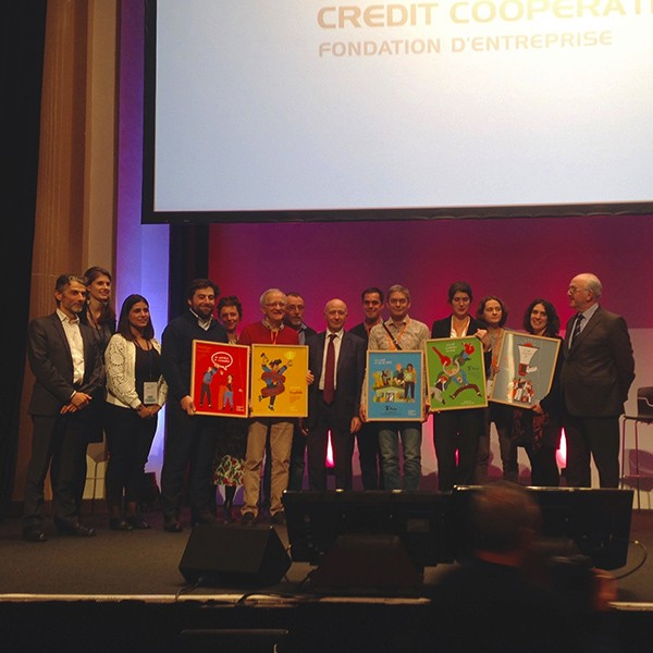 fondation-credit-cooperatif-illustrations-trophees-awards-ess-maison-chimie